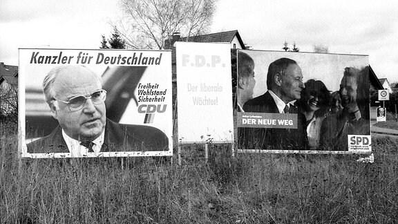 Wahlplakate der CDU mit Helmut Kohl, der FDP und der SPD mit Oskar Lafontaine zur Bundestagswahl 1990