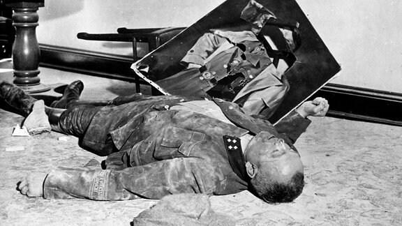 Walter Dönicke NSDAP Chef Volkssturm Leipzig nach Selbstmord im Neuen Rathaus 1945