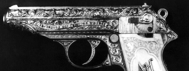 Пистолет  П.П. Вальтера из поместья нацистского лидера Адольфа Гитлера. Как одна из версий, возможно из этого пистолета совершил самоубийство фюрер. Права на изображение: dpa
