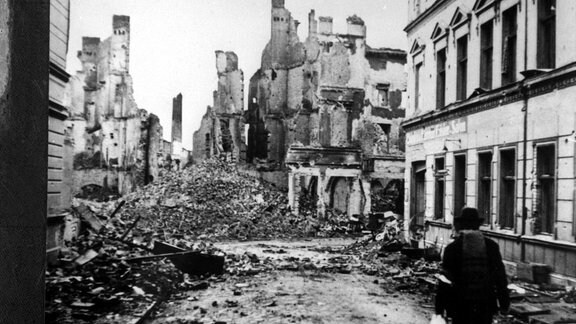 Zesrtörte Häuser in Küstrin 1945