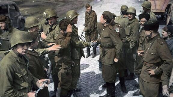 Begegnung von US-Truppen und Angehörigen der Roten Armee